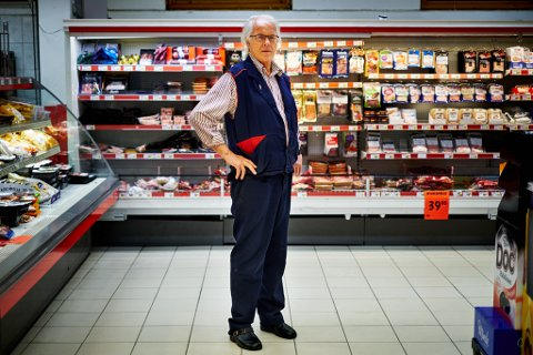 FORMALISERT: Tom Rainer Mikalsen Fjelde har 1. oktober offisielt tatt over som ny daglig leder av Knut Bye AS etter Terje Bye (bildet) som har drevet forretningen siden 1979.