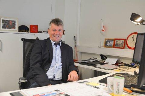 VIKTIG BRANSJE: Daglig leder hos Harila Alta Leif Rasmussen har troen på framtiden som bilforhandler i Alta. I dag står han og hans kolleger for en omsetning på 800 millioner.