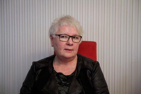 NEDBEMANNER: Solbjørg Mikkola er leder for flyktningtjenesten i Sør-Varanger. Hun forteller at det er mindre behov for ressurser i flyktningtjenesten som fører til at det nå skal nedbemannes fra 10 til syv ansatte.