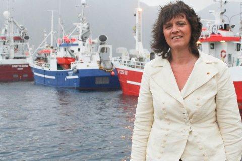 """FRYKTER LEKKASJE: Ordfører Kristina Hansen frykter at fiskebåter som normalt leverer i Nordkapp, vil velge Nordkyn som følge av """"Mehamn-kvota."""""""