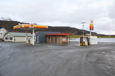 OMTALES PÅ TYSK: E6 Talvik bensin og diesel AS vil neste år bli omtalt i den tyske NAF-boka. Årsaken til det er det gode tilbudet veifarende med bobil og campingvogn får på den ubemannede stasjonen i Talvik.