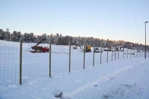 STORT GRAVEOPPDRAG: Gravearbeidet er ferdig på tomta som det nye Omsorgssenteret skal ligge på Alta sentrum. Kåre K. Kristensen har stått for utgravingen.