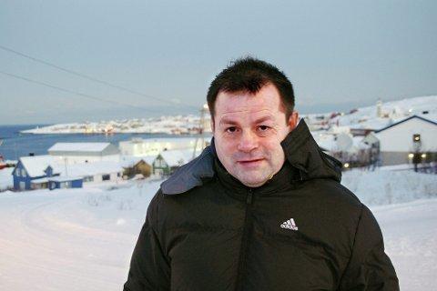 ÆRLIG: Jon Rønningen var ærlig med ungdommen da han fortalte historier fra sitt liv i Mehamn tidligere denne uka.