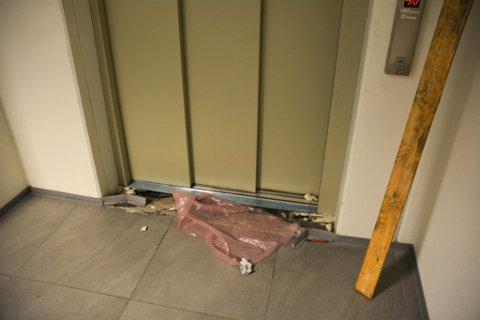 SKADER PÅ HEISEN: Parksenteret må også renovere heisen.