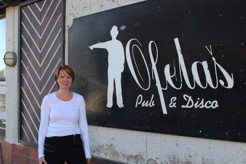 STENGER DØRENE: Ofelas pub i Kirkenes stenger dørene helt over nyttår, og satser for fullt på Ofelas arena, som ligger vegg i vegg.
