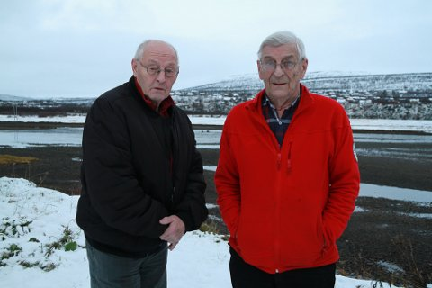 MANGE HØYDEPUNKTER: Gudmund Dørmænen (til venstre) og Ivar Pedersen har fulgt IL Polarstjernen gjennom hele livet, og har mange høydepunkter friskt i minne.