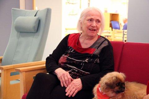 GLAD: Ann Wahlman kvikner alltid til når Frida og matmor Rita Dahl kommer på besøk. Alle foto: Julie Arntsen.