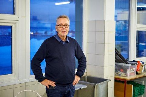 GAVEPAKKE: Geir Remme, rektor ved Vardø videregående skole, håper at KrF får flertall for sitt budsjett. Her ligger det en halv million kroner til sjømatlinjen ved skolen.