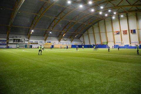 KLAR FOR KAMP: Alta IFs 2. divisjonsherrer tar ikke lett på showkampen mot fylkets utvalgte 4. divisjonsspillere på Team Finnmark. De drillet mulignes inn nye taktiske varianter på torsdagens trening.