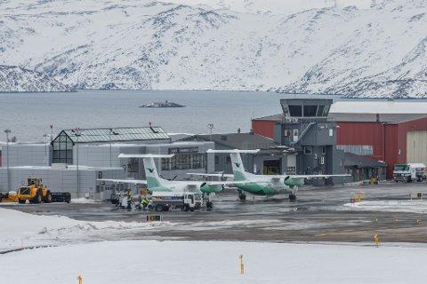 BLE STENGT: Hammerfest lufthavn måtte torsdag stenges på grunn av glatt rullebane.