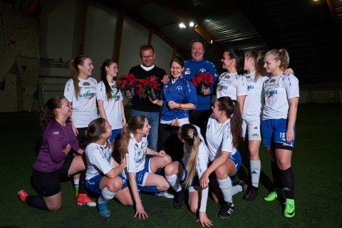 BLE HEDRET: IL Polarstjernen-trenerne Morten Store Jakola, Torbjørn Ittelin og Anita Andersen ble tildelt Finnmarkens julestjerne, ettter å ha blitt nominert av fotballaget.