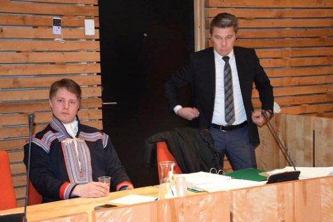 I RETTEN: Her er Jovsset Ánte Sara og advokat Trond Pedersen Biti avbildet i tingretten.