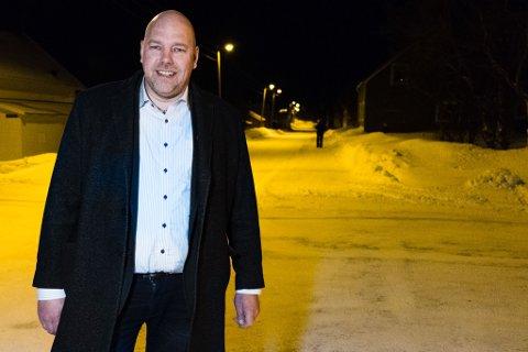 Vadsøordfører Hans-Jacob Bønå (H) og resten av Vadsø Høyre krever at fylkesordfører Runar Sjåstad (Ap) framsnakker Vadsø.