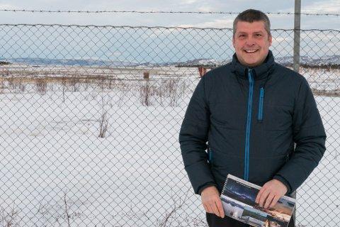 POTENSIALE: Bengt Rune Strifeldt (Frp) møter, sammen med Høyre-leder Jo Inge Hesjevik og representanter fra næringene, i Samferdselsdepartementet. Der vil de diskutere utfordringer og muligheter for Lakselv lufthavn Banak, og med seg har man en rapport som underbygger mulighetene.