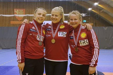 Signe Marie Fidje Store (21) vant klassen 69kg og ble nok en gang Norgesmester. Gunn Rita Boine (19) tok NM-sølv i klassen 63kg, mens debutanten Synne M. Haagensen (16) vant bronsemedaljen i klassen 58kg.
