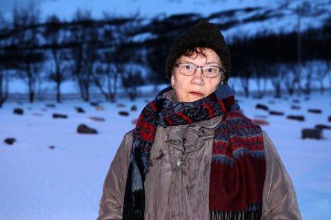 Vannpumpen på Kifjord kirkegård fungerer ikke lenger. Dermed måtte Signe Brevikbakkens ektemann begraves i en grav med vann i.