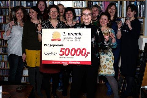 Ruth D. Jonassen vant førstepremien på 50 000 kroner i Gulldager i Vadsø som ble trukket lørdag. For anledningen var Jonassen i Hilde Arvolas 55-årslag og hadde dermed god anledning til å feire med champagne.