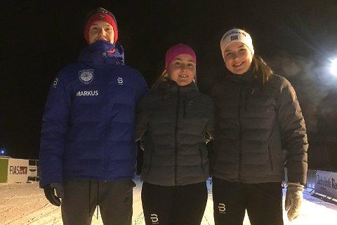 LANG REISE: Endelig fremme på skistadion i Tolga. Da kom smilet fra etter 13 timers reise. Fra venstre Markus Larsson, Vadsø Skiklubb, Maiken Seim Vorren og Sofie Wickstrøm Kristoffersen, begge Polarstjernen.