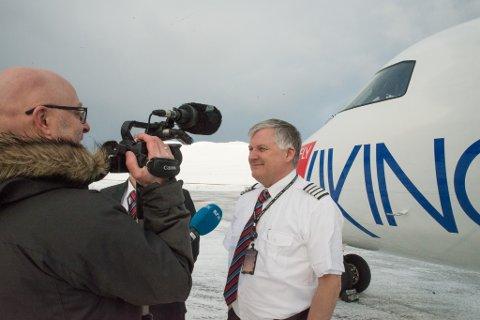 FINANSIERING I DET BLÅ: Ola Giæver har nokså løse planer om å starte et nytt flyselskap etter Flyviking-oppbudet. Hvem som skal betale vil han foreløpig ikke spekulere så mye i, men sier seg villig til å gå foran med et godt eksempel.