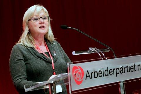 SA JA: - Flertallet sa ja til konsekvensutredning. 48 stemte for, 20 imot, sier leder av Finnmark Arbeiderparti, Ingalill Olsen. Her avbildet under Aps landsmøte i Oslo.