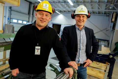 ERFARING FRA OLJEBRANSJEN: Her er Kjetil Kvamme avbildet sammen med Sverre Henriksen på jobb for Bilfinger Industrier.