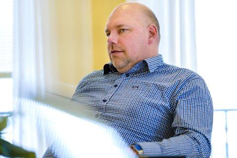 Vadsøordfører Hans-Jacob Bønå (H) sitt private eiendomsselskap Bønå eiendom varsler sak mot det kommunale vann- og avløpsselskapet.