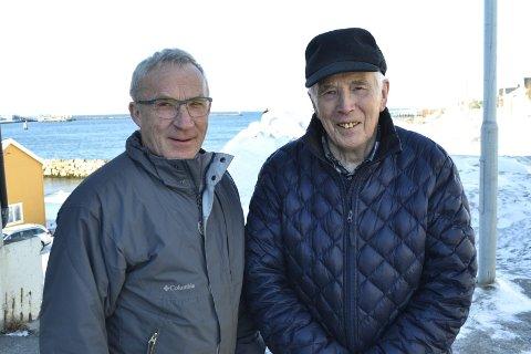 LØYPEVETERANER: Henry Teigen og Per Andersen var med når Tana-Varangerløypa åpnet opp for første gang i 1996, og de står fortsatt på for at folk skal gå tur i løypa.