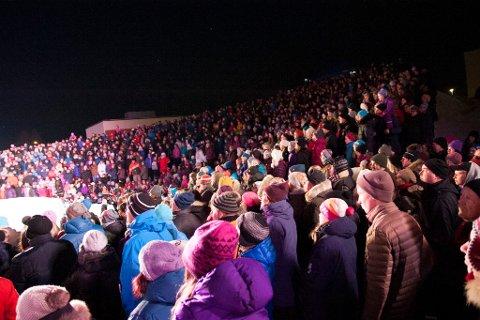 FOLKEHAV: Antakelig var det så mange som 1500 små og store som møtte opp.