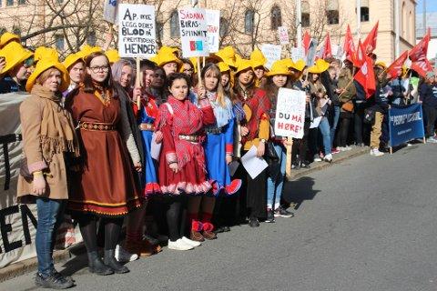 STOR PROTEST: 17 fra Finnmark i protest mot oljeutvinning i sårbare områder.
