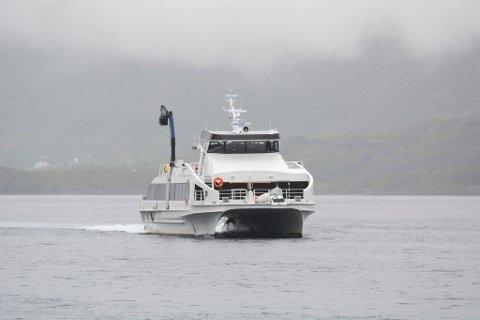 """TRANGT OM PLASSEN: MS """"Ingøy"""" skulle egentlig vært erstattet med en større kombihurtigbåt i år, men koronapandemien fører til at den fortsatt er i trafikk i Måsøy kommune."""
