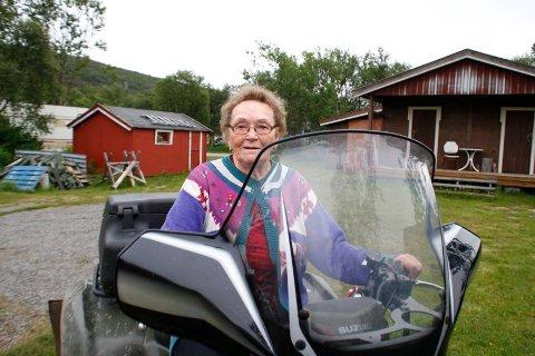 TRÅKKET PÅ FESTBREMSEN: Magnhild Mathisen gledet seg til å kjøre til myra hvor hun har sanket bær omtrent hele sitt liv, men mynidghetene i Oslo trakk tilbake tillatelsen hennes. Arkivbilde.