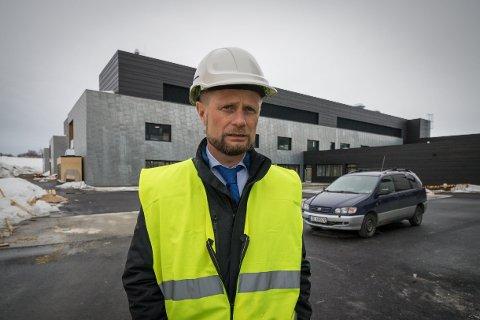 Helseminister Bent Høie da han var på besøk på nye Kirkenes Sykehus.