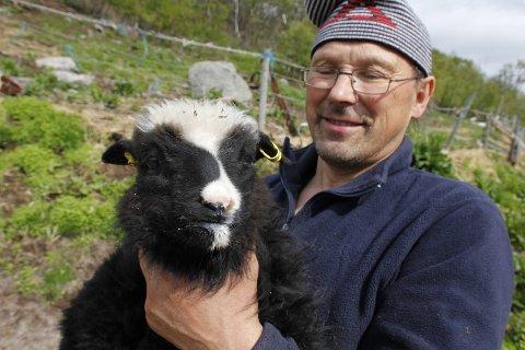 LANDBRUK VIKTIG: - Folk må være klar over viktigheten av norsk landbruk, sier Nesseby-bonde Øystein Nilsen.