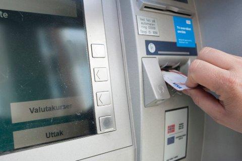 LOVLIG SVINDEL: Norske bankkunder blir lurt når de velger å ta ut norsk valuta i utlandet. Illustrasjon.