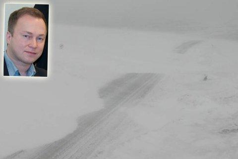 BRØYTEKRITISK: Veien opp til Nordkapp var temmelig røff mandag. Stig Runar Andersen (innfelt) mener det burde vært bedre brøytet. Illustrasjon.