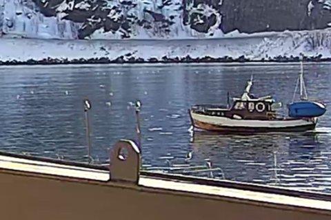 SISTE OBSERVASJON: Her ble den savnede båten observert i Øksfjord havn natt til søndag klokken 00:48.