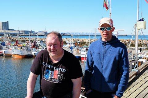 TRENGER SLIPP: - Vi trenger slippen i Bugøynes, sier Oskar Bietilæ (t.v.). Her sammen med fisker Kjetil Sivertsen.