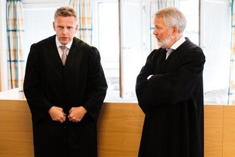 Arkiv: Kirkenes-drapene i tingretten mandag. Svein Rønning (t.h) er forsvarer for mannen, mens Torstein Lindquister er aktor i saken.