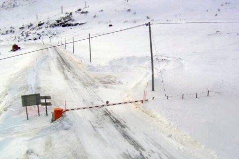 BOMMEN NEDE: På E69 i Nordkapp har bommen vært nede i totalt 84 dager denne vinteren. Her fra Statens vegvesens webkamera ved Vedboten.