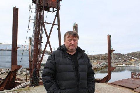 SKUFFET: Knut Johansen har i mange år hatt et ønske om å starte opp slippen i  Bugøynes. Gammel forurensing på havbunnen ved slippen kan sette en effektiv stopper for drømmen.