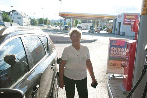 Berit Anna Gaup hørte rykter om billige priser. Søndag fylte hun tanken helt opp