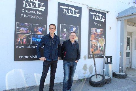 ENGASJERTE: Odne Stunes(t.v), og Are Skavhaug er bassister i hvert sitt band. De har savnet Ritz-teltet som de to siste årene ikke har vært å se i bybildet under Kirkenesdagene. Nå går drømmen deres i oppfyllelse; teltet er i år tilbake igjen med full kraft.