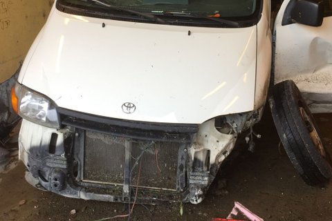 SMADRET: Bilen fikk gjennomgå i en utforkjøring søndag morgen.