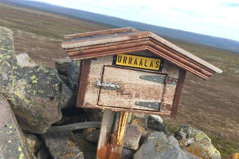 ENKEL STI: Ved hjelp av god merking mot toppen, var det enkelt å finne fram til toppen av Urraláš.