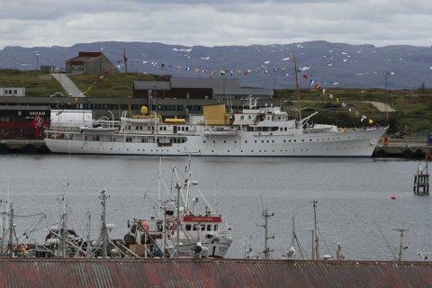 I FINNMARK: Kongeskipet «Norge» er ofte å se i Finnmark på sommeren. Her lå den til kai i Vadsø sommeren i 2015.
