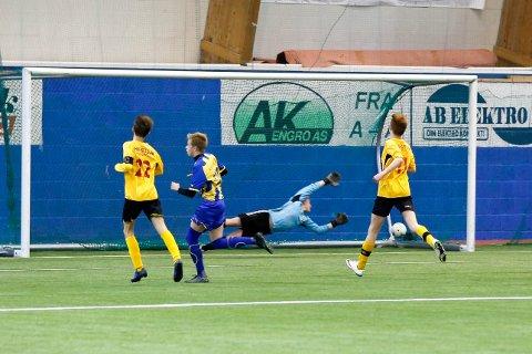 2-0 ved Altaspiller Brian Rognli Kravik. Keeper Trygg Eriksen var i full strekk, men det godt plasserte skuddet stod ikke til å redde.