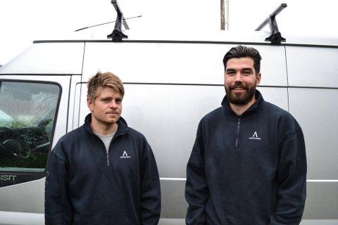 VIL UTVIDE: Erland Erlandsen (30) og Rune Korbi (23) har nå drevet Arktisk bygg sammen i snart et halvt år. Nå ønsker de å utvide med flere ansatte.