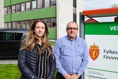 FRUSTERTE: Tillitsvalgte Karoline Tandberg og Nedzad Zdralovic merker frykten for å miste jobben hos ansatte i Vadsø. Tandberg ønsker mer informasjon og Zdralovic vil ha tapte arbeidsplasser tilbake i byen.
