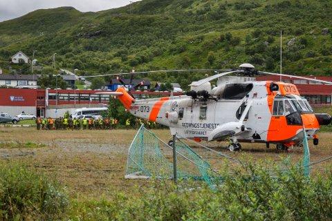 OMKOMMET: Sea King fant den omkomne kvinnen i terrenget tirsdag. Her var helikopteret landet i Breivikbotn.