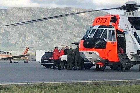 FRAKTET TIL ALTA: Den omkomne kvinne ble fraktet til Alta lufthavn tirsdag.